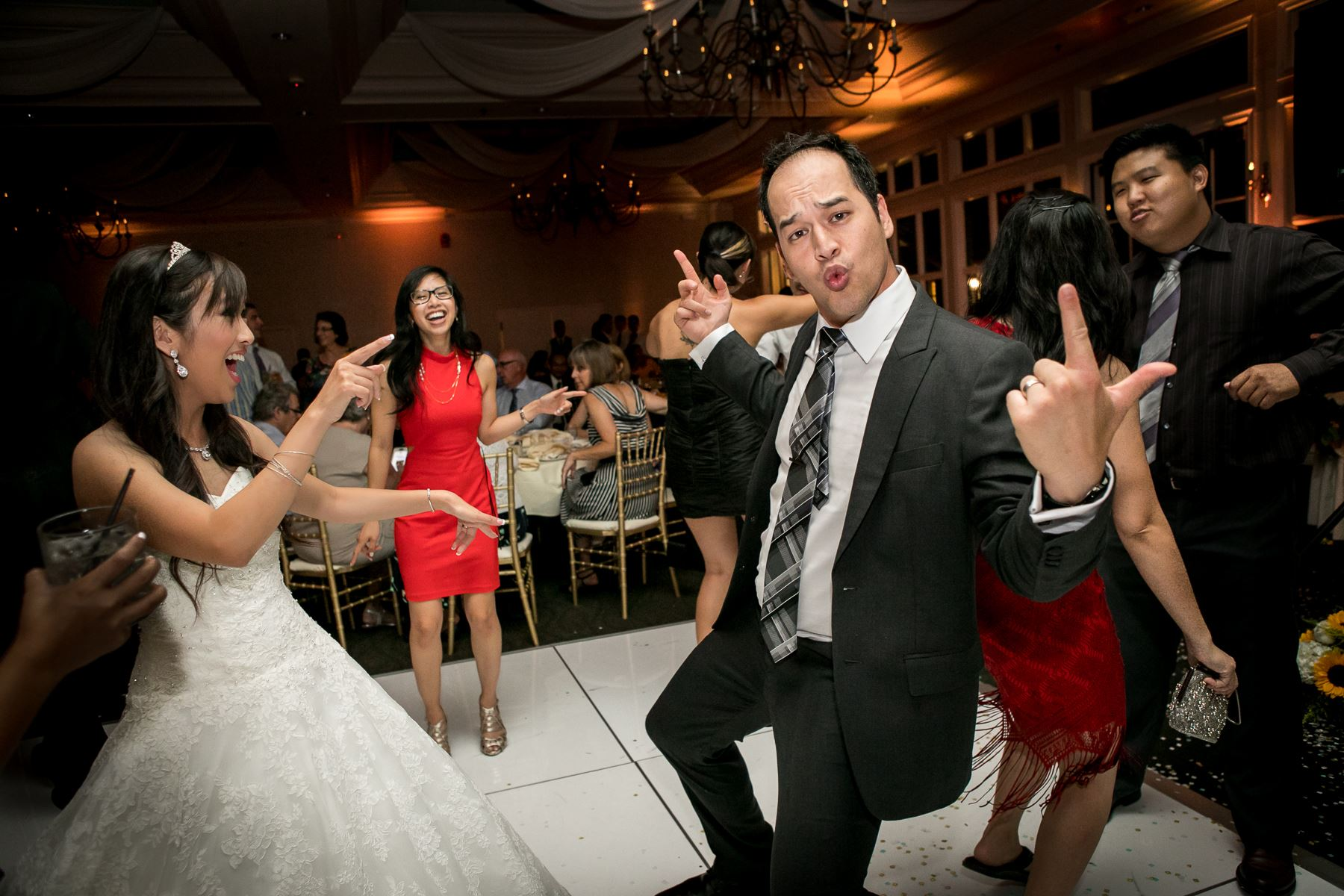 wedding guest getting down dance during wedding at summit house photos