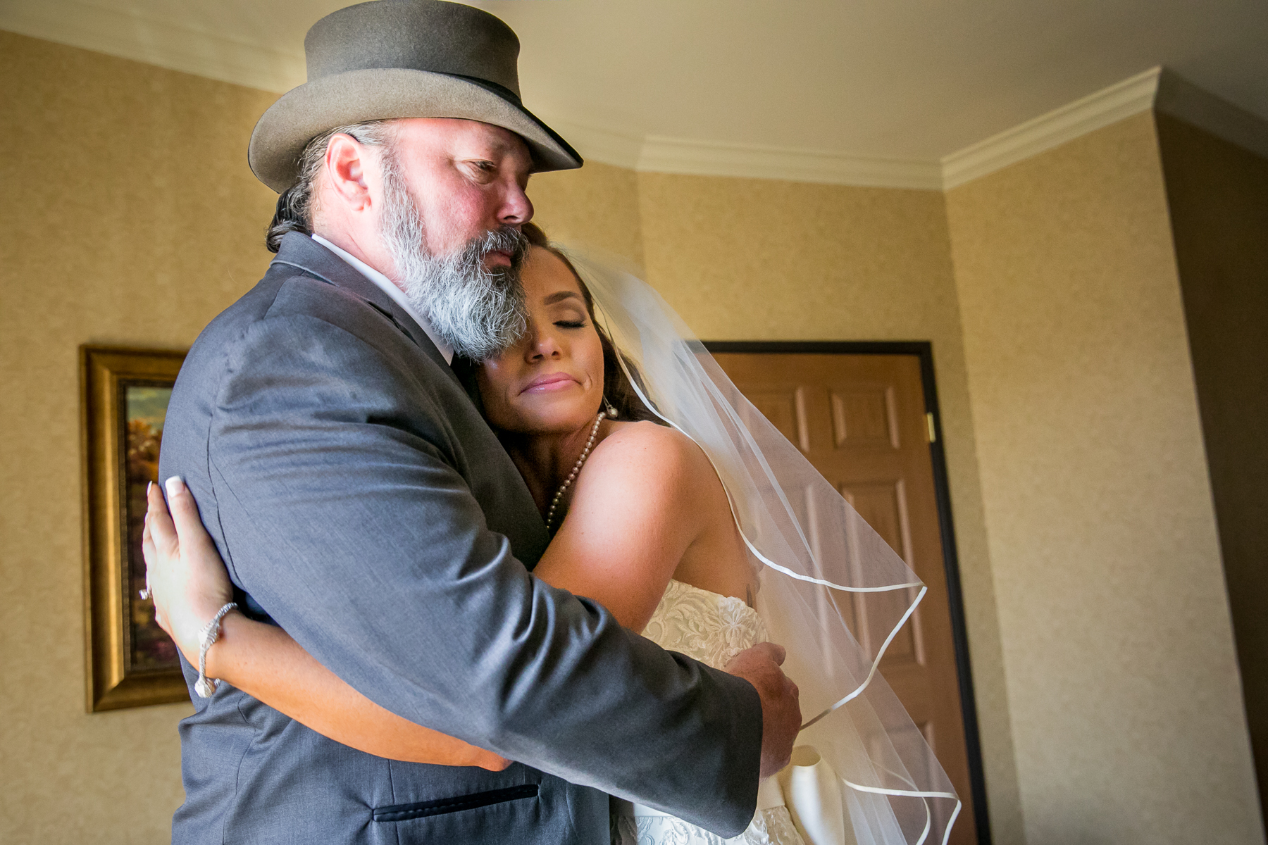 father daughter first look hat wedding in corona photos