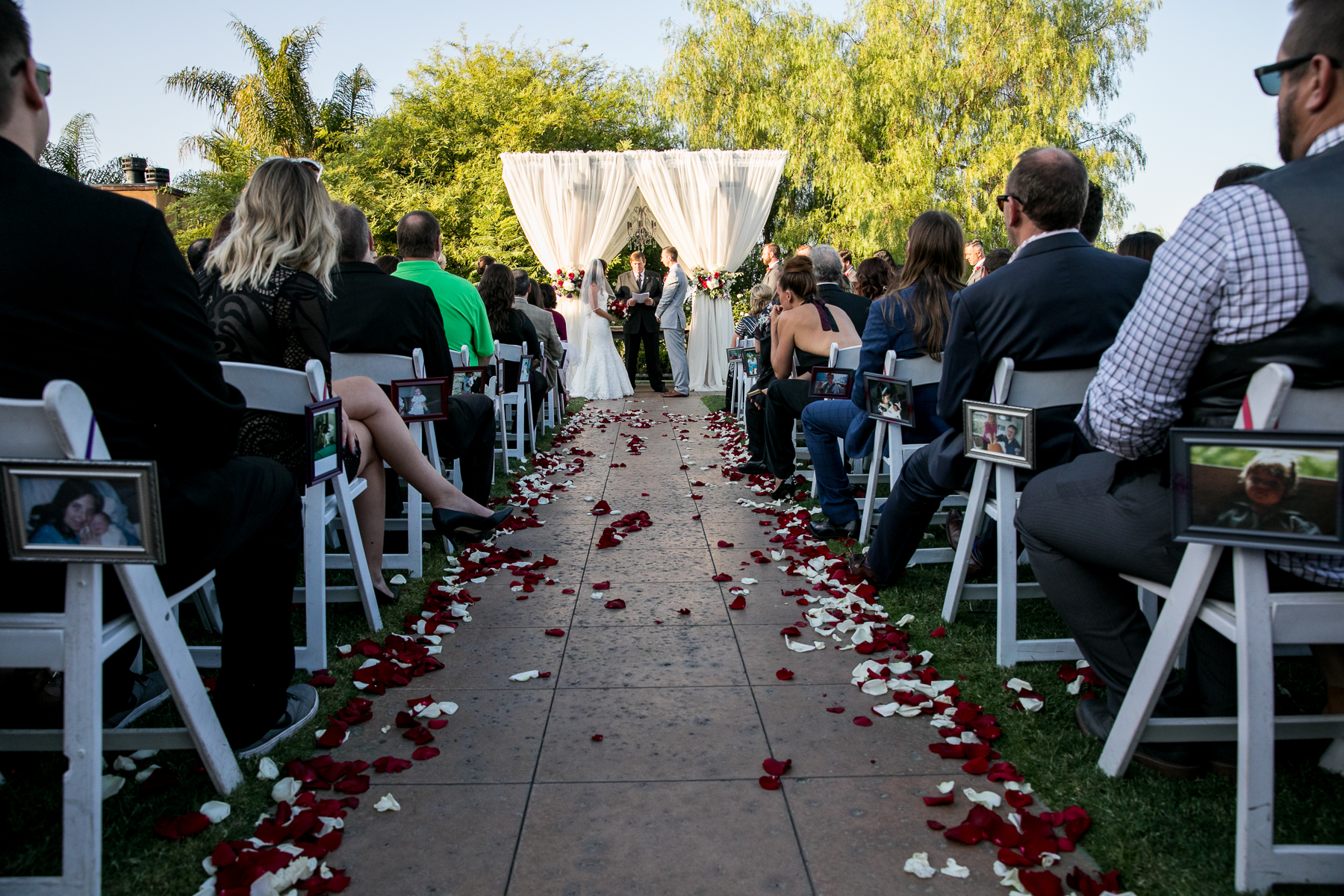 wide shot of wedding ceremony at the retreat wedding photographer