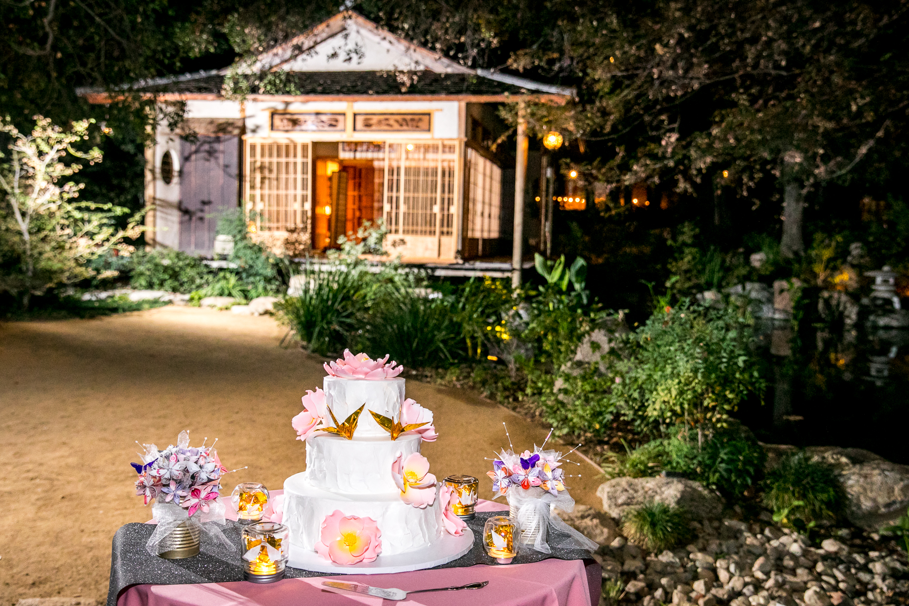 beautiful backdrop for the wedding cake at storrier stearns wedding photographer
