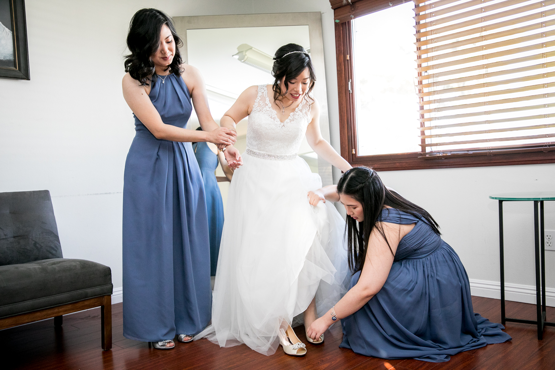 bride puts on heels with bridesmaids at wedding in chino hills photographer
